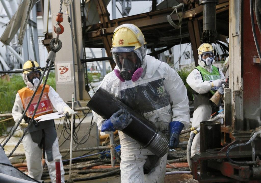 日本福岛核电站建冰墙堵核泄漏污水