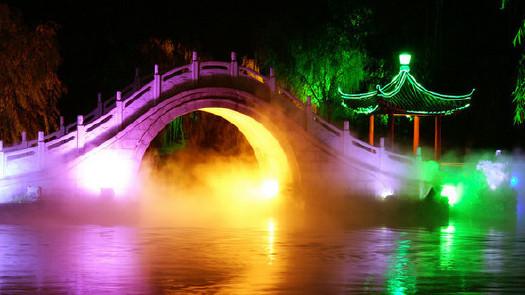 如瘦西湖,大明寺,个园,何园等为扬州最著名的旅游景点.