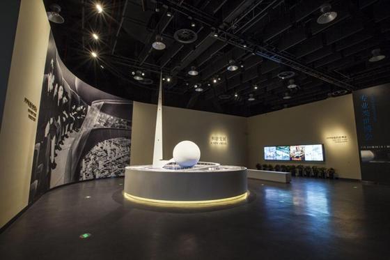 世博馆展陈空间设计思路和建筑设计概念息息相关,展厅采用大跨度无柱