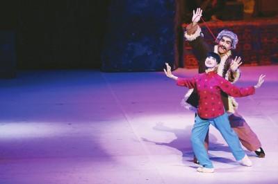 松山芭蕾舞团《白毛女》昨晚献演,森下洋子跳满全场图片