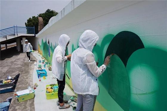 崇明开展世界海洋日墙体公益彩绘活动