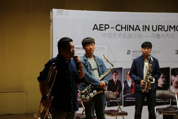 上海交响乐团长号副首席胡清文在工作坊上.