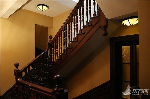 图片说明:精雕细琢的楼梯栏杆-历时6年修缮复原 Prada荣宅10月17日