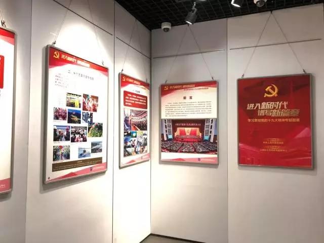 党的十九大精神,特别是习近平新时代中国特色社会主义思想,展板特在