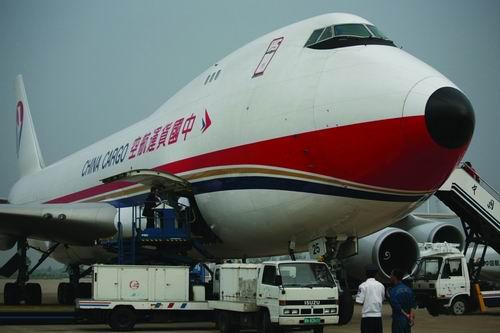 东航还将从宁波派出一架飞机运送救灾人员和物资